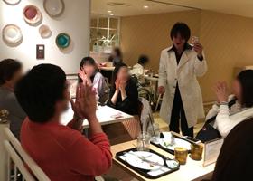 関西、大阪を中心に日本全国で出張パフォーマンス、マジシャン派遣、出演依頼を受け付けております。イリュージョン、マジック、ジャグリング、パントマイム、催眠術など様々なジャンルを様々な形式で行います。ステージショー、テーブルマジック(クロースアップマジック)、テーブルホッピング、マジック教室、グリーティング、回遊パフォーマンス、ロービング、スティルト、足長など様々な形式があります。