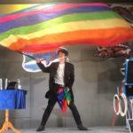 関西(大阪)のマジシャン大道芸人MIKIYAのジャンボフラッグ出現マジック