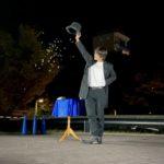 肉ニクまつり2020年10月にて大阪のマジシャン(大道芸人)Entertainer MIKIYAがパフォーマンス。水晶玉が紙吹雪に変化するマジック。